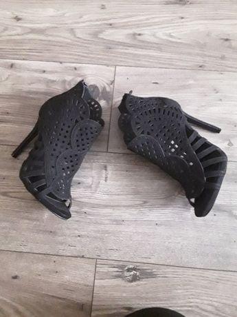 Czarne buty rozmiar 37