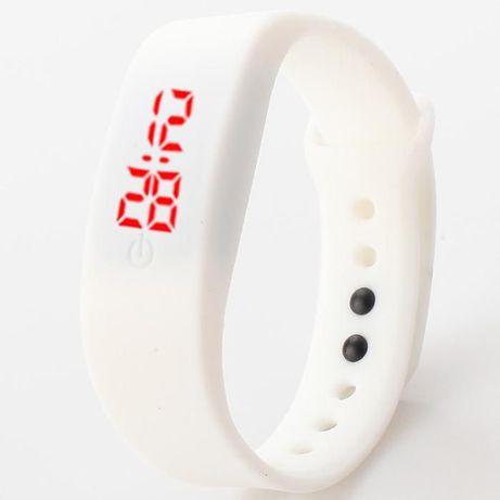 Стильные спортивные силиконовые часы (светодиодные)