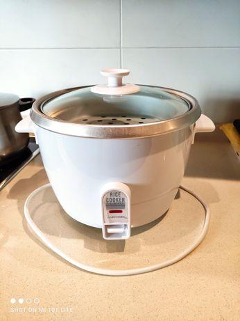 Panela elétrica para fazer arroz