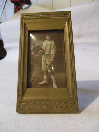 Stara ramka ze zdjęciem chłopca