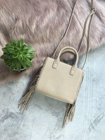 Bezowa torebka z frędzlami mała torba z długim paskiem piękna z metka