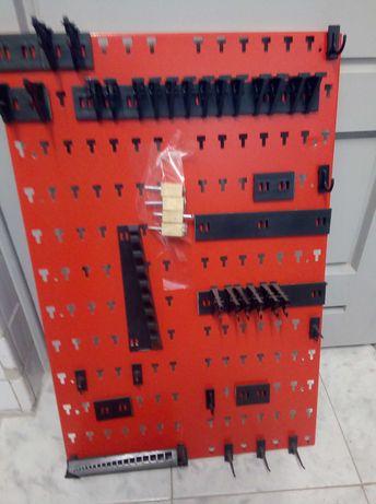 Painel metálico de ferramentas perfurado