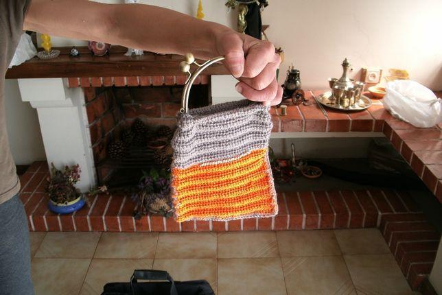 Vários sacos feitos há mão em crochet
