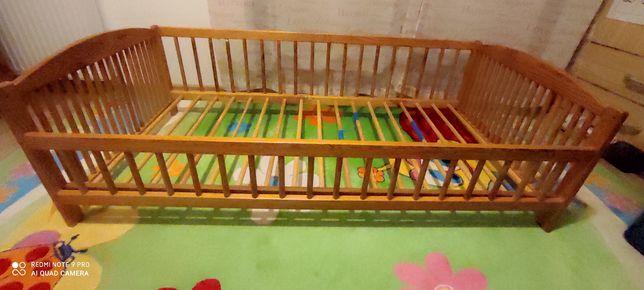 Drewniane łóżeczko dla dziecka