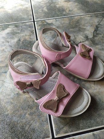 Sandałki różowe