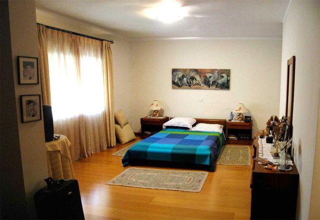 Apartamento duplex de grandes áreas, (perto do Hospital de Faro).