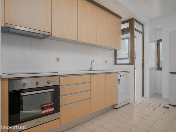 Apartamento T2 em Ramalde a 300m do metro com lugar de Garagem