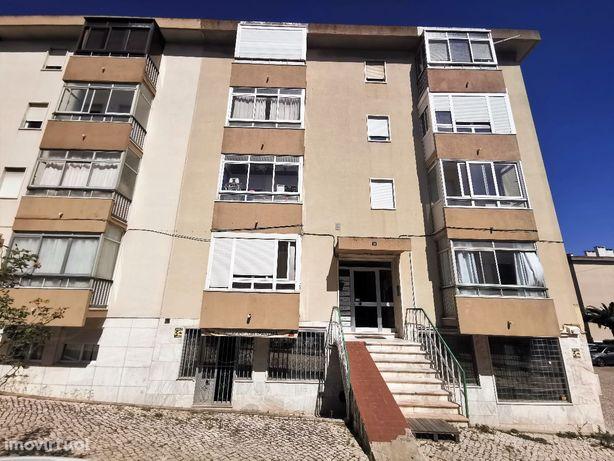 Apartamento T2 no Bairro de São Francisco em Camarate, Loures