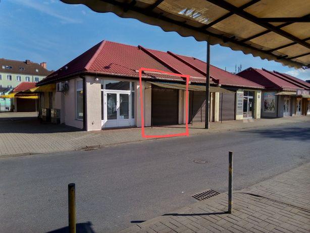 Sklep na targowisku miejskim w Lęborku na ulicy handlowej