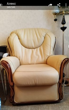 Мягкое кресло из ЭКО кожи в классическом стиле
