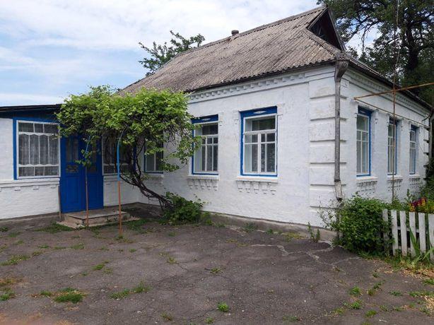 Продам будинок з земельною ділянкою.
