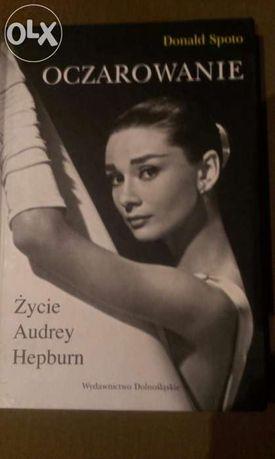 Ksiazka Oczarowanie Życie Audrey Hepburn