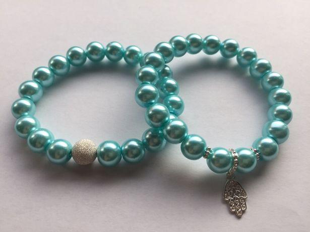 Niebieska bransoletka ze szkła perłowego ze srebrną zawieszką