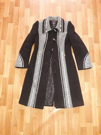Продается демисезонное женское пальто