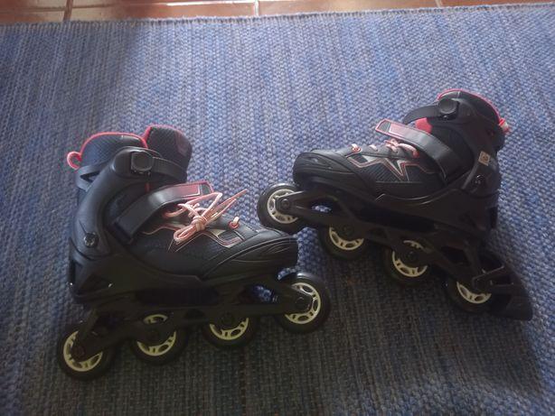 Vendo patins em linha com as devidas proteções