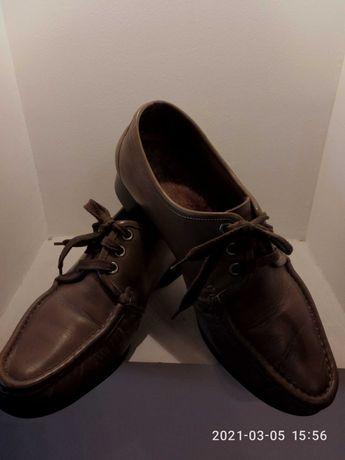 Продам туфли мужские.Натуральная кожа.Размер 42. Цена 700 рублей.