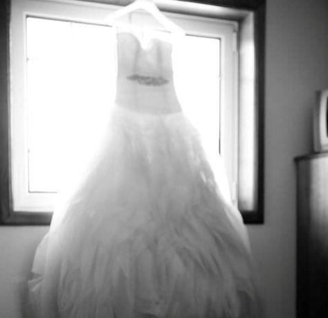 "Vestido de noiva ""NOVO"" Pronovias Benicarlo. Decote em plumas."