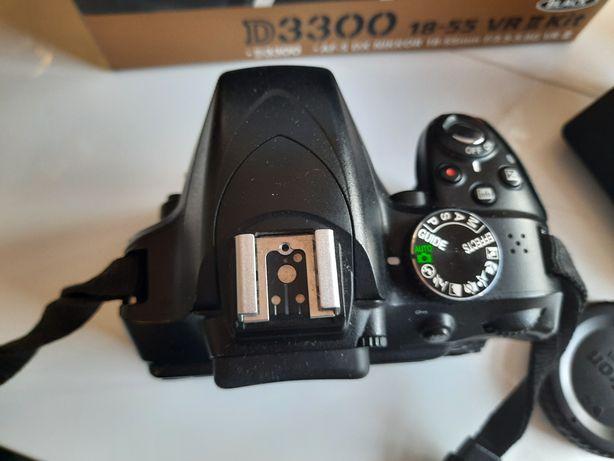 lustrzanka Nikon D3300 wraz z obiektywem Nikkor AF-P DX NIKKOR 18-55mm