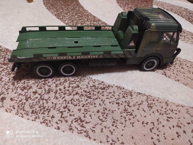 Военная машина грузовик