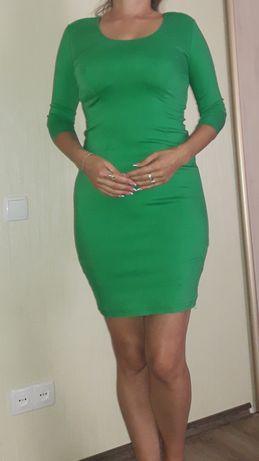 Платье 46 размера  Хорошо тянется  Почти новое