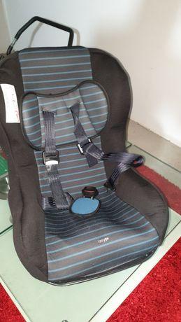 """Cadeira Auto da """"ZY"""" com algum uso geral"""