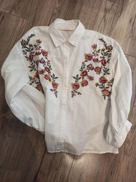 Biała koszula ze wzorem