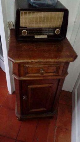 Mesa cabeceira antiga Em madeira