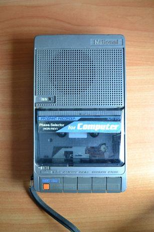 Портативный кассетный магнитофон 1985 г. Matsushita National RQ-8100