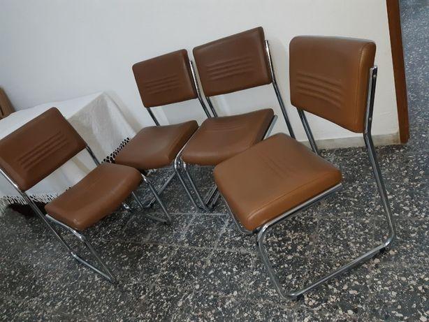 Conjunto de 4 Cadeiras em Pele Genuína e Pés Cromados-Novas