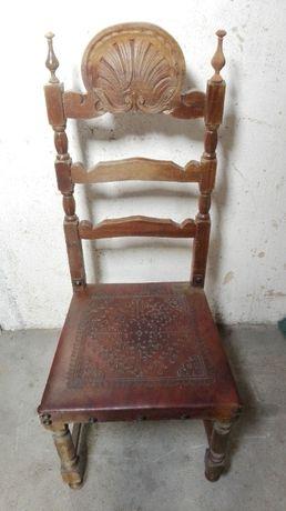 Cadeira antiga assento em pele