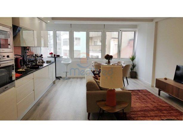 MCU7083- Apartamento T2 (3 Ass.) em REMODELAÇÃO TOTAL, no...