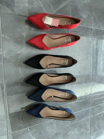 Sapatos em pele - 3 pares NOVOS