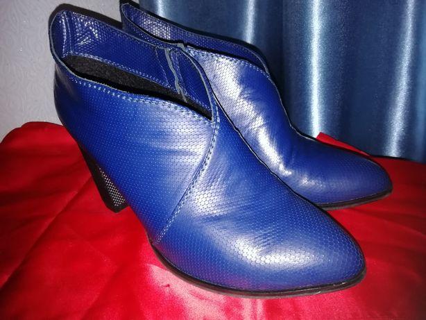 Продам женские туфли синего цвета 38 размер.