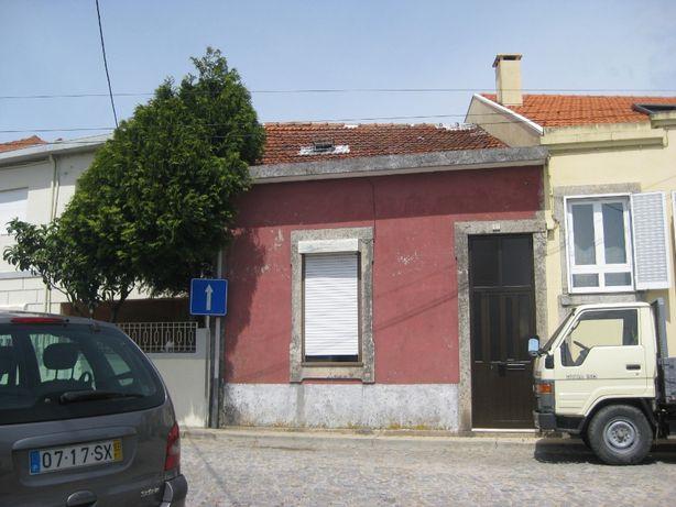 Casa para restauro em Pedrouços, Maia
