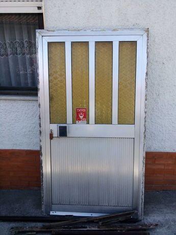 Vendo esta Porta Alumínio