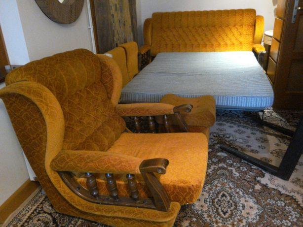 rozkładana kanapa ,2 fotele,2 pufy