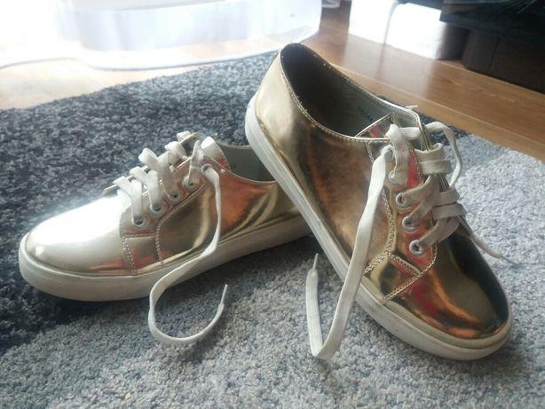 Sprzedam nowe złote buciki