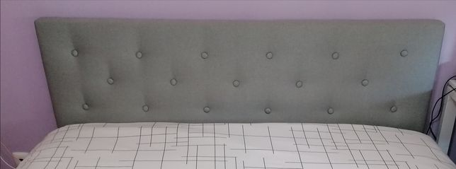 Cabeceira de cama forrada botoné