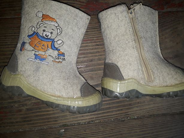 Теплая обувь на малышку