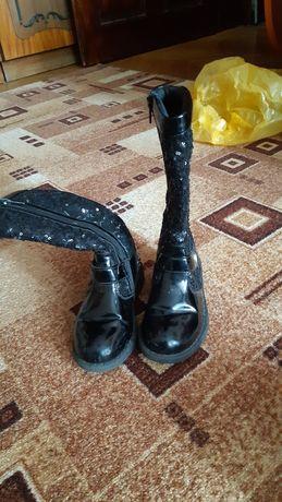 Лакові осінні чобітки