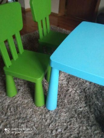 Zestaw mebli Ikea Mamut 2 zielone krzesła plus stolik niebieski