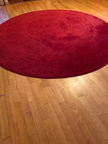 Sprzedam dywan o średnicy 2,5 m