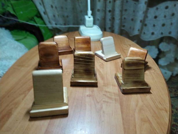 Деревянные подставки под смартфон 150  руб.