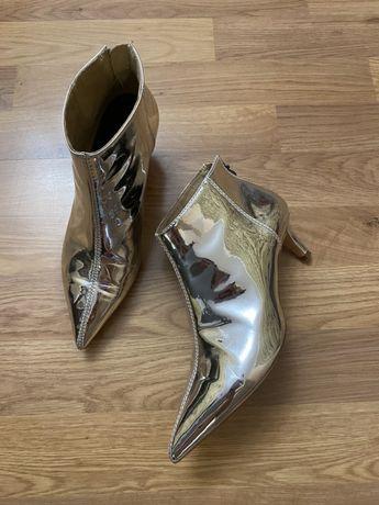 Продам черевики Berhka