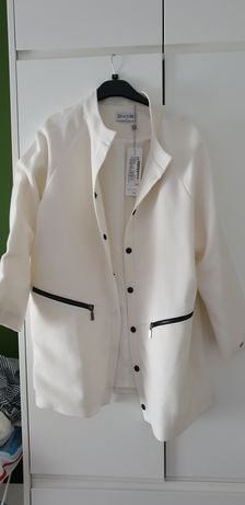 Kremowy płaszcz wiosenno- jesienny Lattore