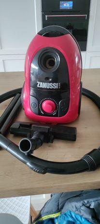 Mocny mały odkurzacz ZANUSSI ZAN2305 o mocy 1600W. Polecam!!!