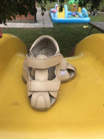 Кожанные босоножки на липучках