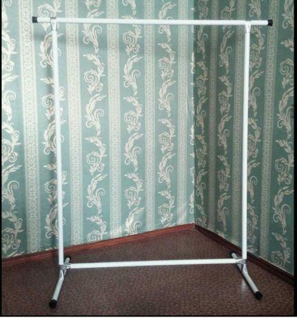 Белая стойка рейл вешалка для одежды
