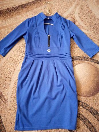 Продам платье цвет электрик