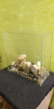 Продам небольшой аквариум